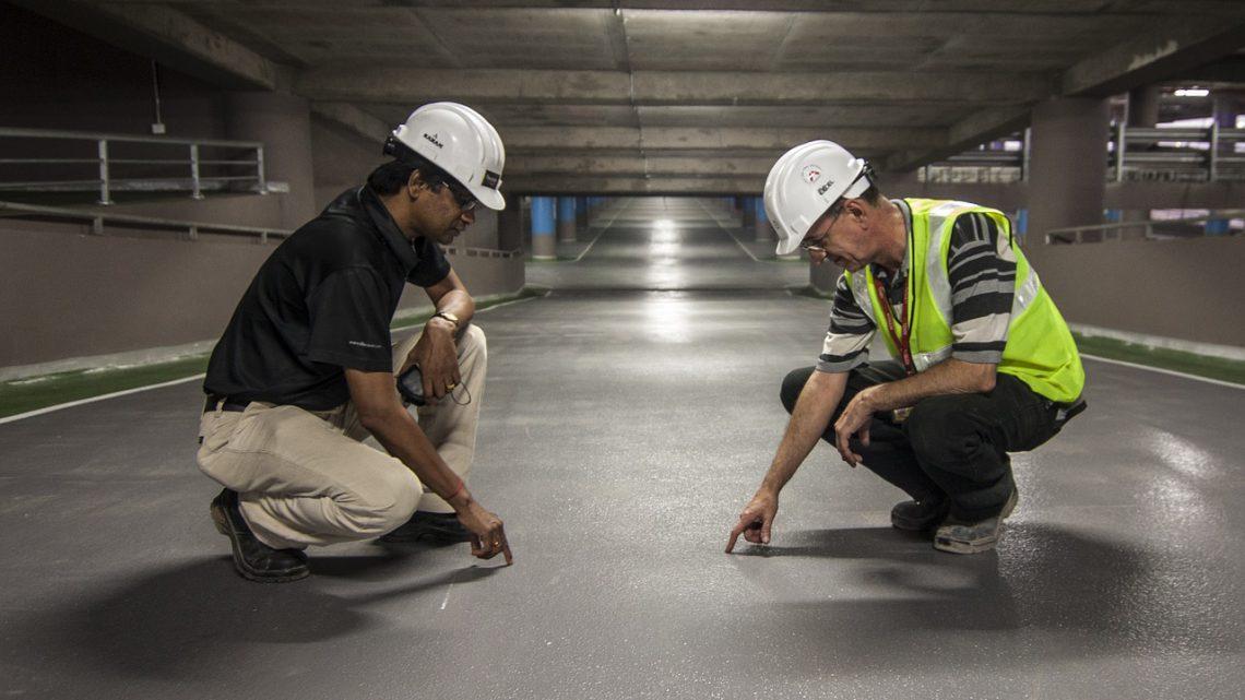 Wat past naast beton nog meer bij de industriële look?